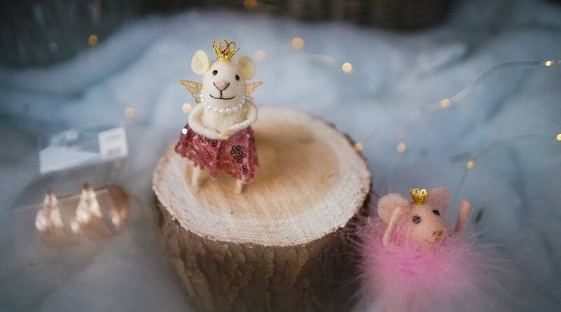 Woollen crafted Christmas mice