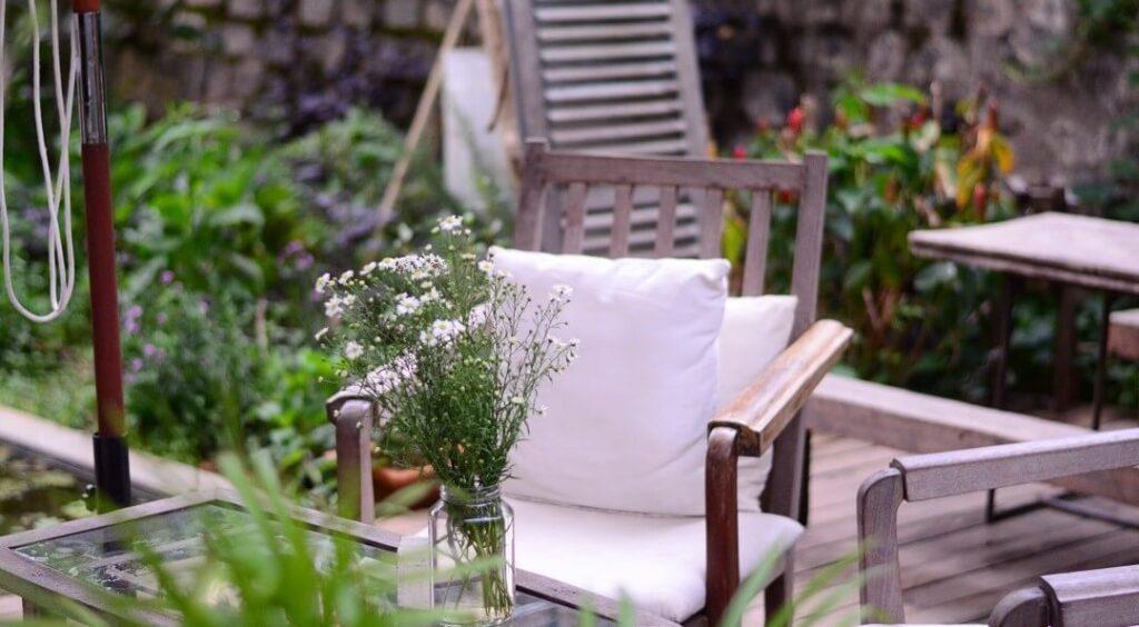 Outdoor garden space