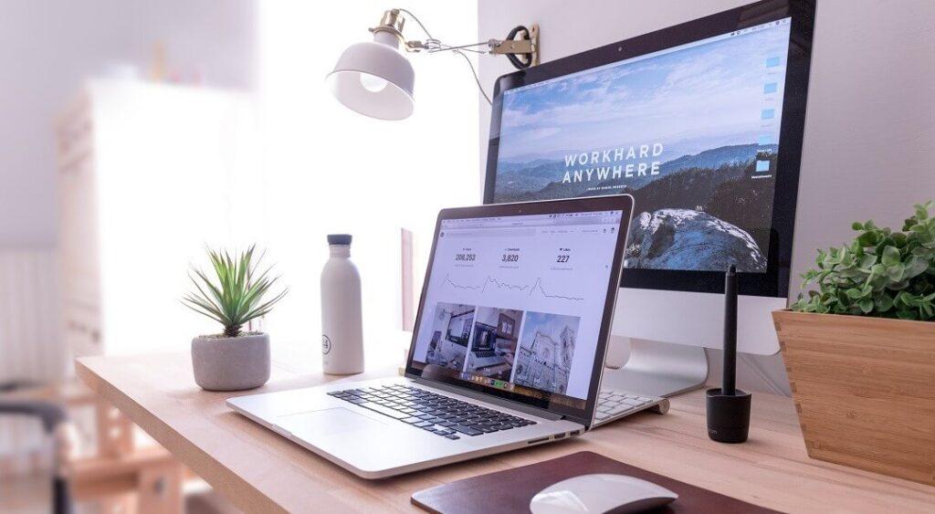Hygge at work - calm desk