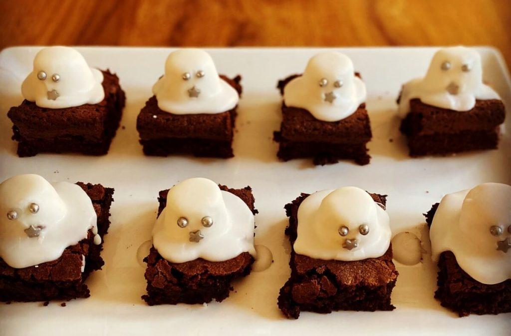 Brownies with marshmallow ghosts on top